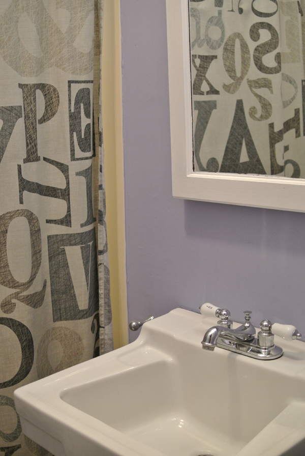 bathroom before | burritos & bubbly