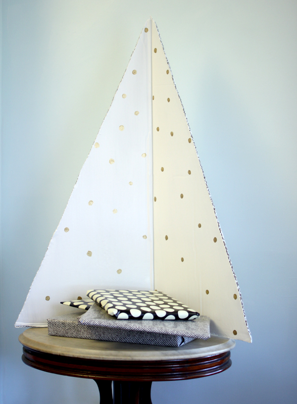 modern cardboard Christmas tree DIY by Burritos & Bubbly