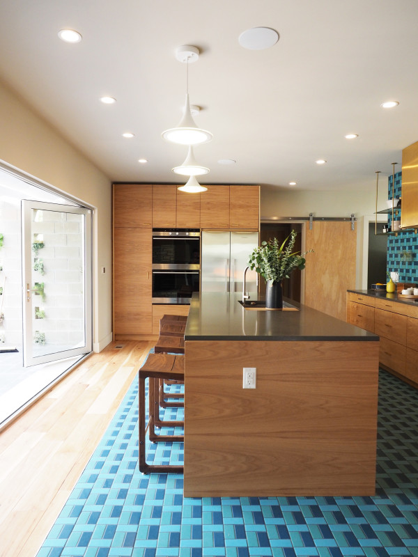 Dream House: A Bold Midcentury-Inspired Kitchen