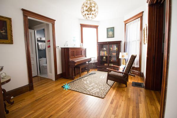 for-sale-livingroom